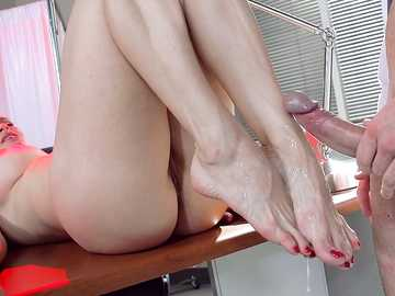 Diamond Foxxx in Doctor Feet Fucker